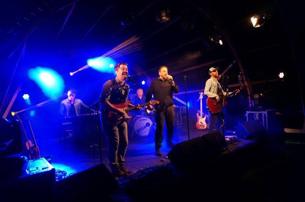 Die junge Ellis Mano Band besteht aus erfahrenen Musikern.