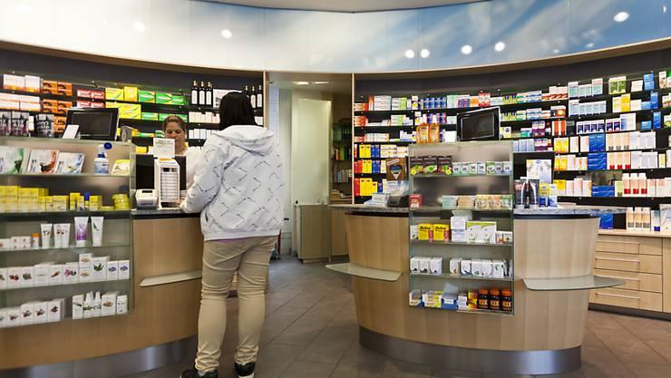Auch nach dem Bundesgerichtsurteil, das den Versand rezeptfreier Medikamente untersagt, will Zur Rose weiter rezeptfreie Medikamente an Privatpersonen verkaufen - möglich ist das über einen Laden in Bern. (Symbolbild)