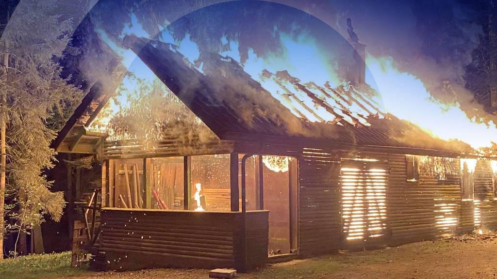 Jägerhütte in Rothrist brennt lichterloh