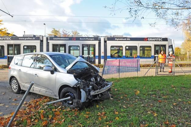 Glattalbahn kollidiert mit Auto – an ähnlicher Stelle wie vor 3 Wochen.