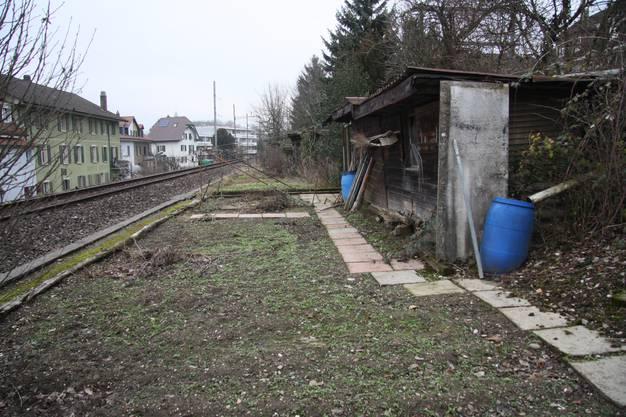 Das Niemandsland zwischen den Gleisen mit Blick Richtung Stadt.
