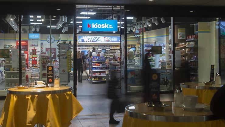 Der Kioskkonzern Valora punktet bei seinen Kunden mit kleinen Läden, Take-Away, Kaffee und Laugenbackwaren. Im ersten Halbjahr 2017 hat sich dieses  Konzept bewährt. (Archiv)