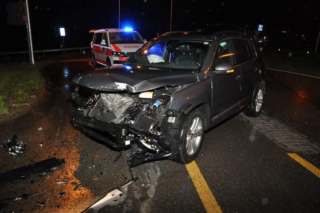 Grenchen SO, 17.April: Eine 59-jährige Schweizerin fuhr beim Kreisel bei der Autobahneinfahrt über zwei Inselleitpfosten und prallte frontal in die Leiteinrichtung der Autobahneinfahrt. Sie verletzte sich leicht.