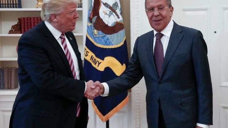 US-Präsident Donald Trump soll während eines Treffens mit Russlands Aussenminister Sergej Lawrow im Oval Office des Weissen Hauses geheime Informationen weitergegeben haben. (Archivbild vom 10. Mai 2017)