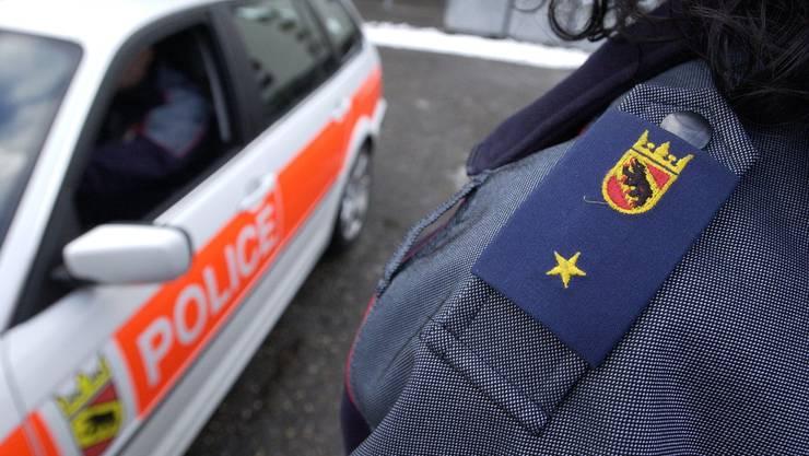 Die Kantonspolizei Bern musste am Montag zu einem Tatort ausrücken, an dem ein totes Ehepaar gefunden wurde. (Symbolbild)