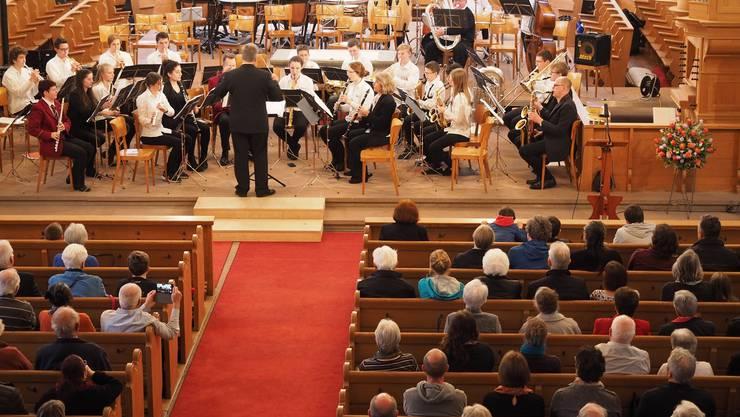 Beim Konzert von Stadtmusik und den Ensembles der Musikschule war die Stadtkirche Brugg gut besucht