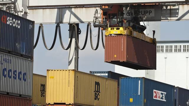 Container am Rheinhafen in Basel