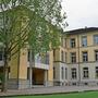 Das Schulhaus Dorf ist eines der fünf Schulhäuser in Windisch.