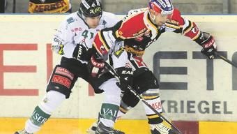 Den Gegner unterschätzt? Oltens Bruno Marcon (l.) findet keinen Weg an Hans Pienitz vorbei.