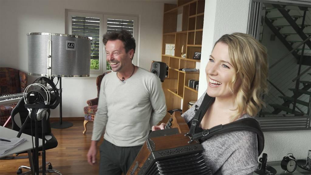 Ein Tag mit Florian Ast: Warum der Musiker mehrere Paar Socken gleichzeitig trägt