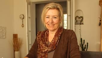 Yvonne Steiner vor den 50 Porträts, die sie nun in einem Buch verewigen wird.