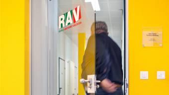 Nur wer beim RAV registriert ist, gilt offiziell als arbeitslos. (Symbolbild)