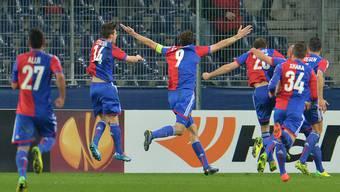 Fussball verrückt: Der FCB besiegt in Unterzahl Salzburg