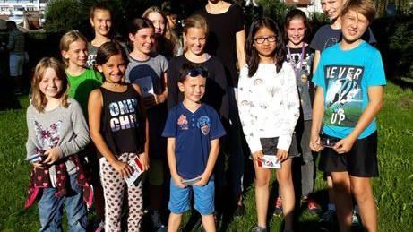 Fleissige InstrumentalschülerInnen mit der Musikalisch-Pädagogischen Schulleiterin Daniela Jordi