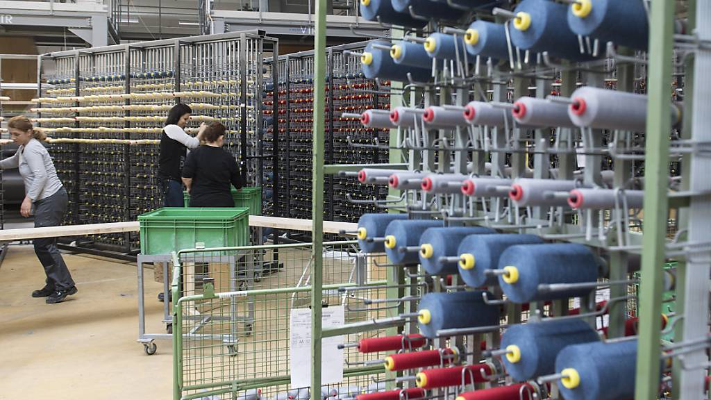 Die Textilfabrik Lantal sieht noch keine Erholung der Nachfrage für Sitzbezüge, Teppiche und Vorhänge für Flugzeuge. (Archivbild)