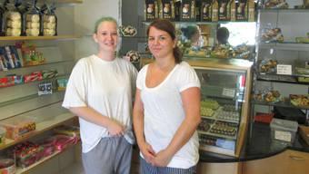 Bäckerin/Konditorin Lisa Mathis und Marina Derendinger, die neue Pächterin der Bäckerei (rechts).