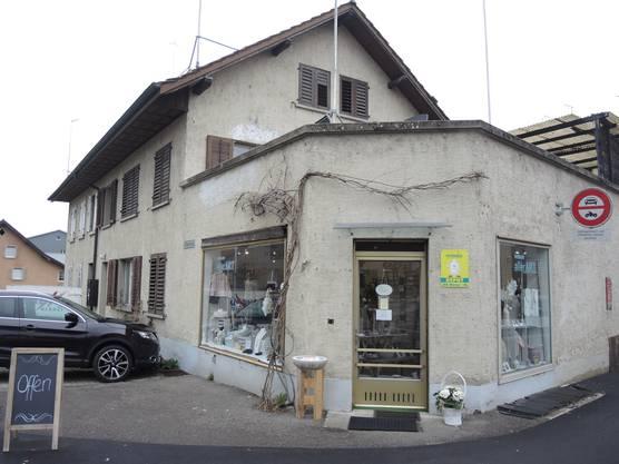 Erika Erdt und Sabine Borges haben in Niederrohrdorf einen Pop-up-Store eröffnet. Im Laden verkaufen sie selbst designte Kinderkleidung und handgemachten Schmuck.