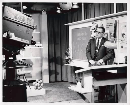 Der kritische Vordenker: Victor Papanek Anfang der 1960er-Jahre, in der amerikanischen TV-Sendung «Design Dimensions».