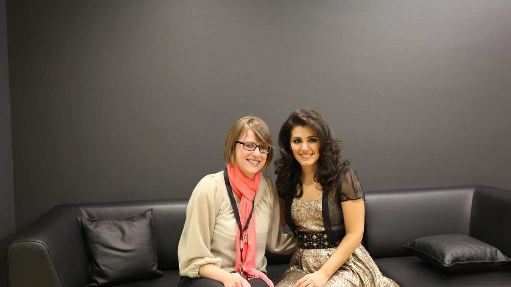 Katie Melua mit Frauenchor