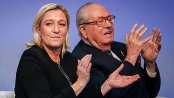 Marine und Jean-Marie Le Pen: «Ich will nicht, dass sie bei den Präsidentschaftswahlen gewinnt», sagt der Vater über die Tochter. Robert Pratta / Reuters