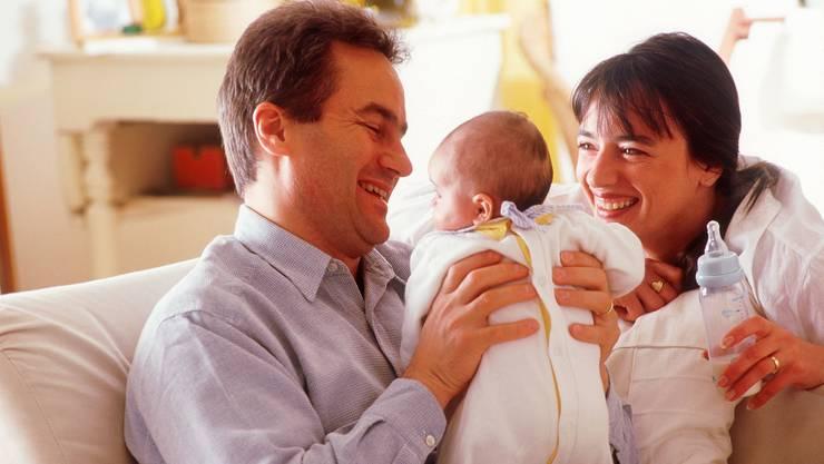 Die Elternlehre will jungen Vätern und Müttern theoretische und praktische Grundlagen über die kindliche Entwicklung und Erziehung geben.