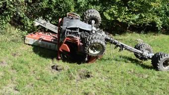 Tädlicher Unfall in Grabs: Für die 18-jährige Frau, die das landwirtschaftliche Fahrzeug steuerte, kam jede Hilfe zu spät.