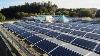 Das Solarkraftwerk auf der Schulanlage SeReal Bachmatten in Muri bringt im Jahr rund 68000 kWh Strom. Zvg