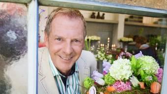 Kurt Aeschbacher mags gern wild - bei Blumen jedenfalls (Bild SRF)