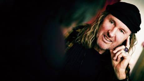 Der 68-jährige Solothurner Chris von Rohr ist mit 16 Millionen verkauften Tonträgern der erfolgreichste Rockmusiker der Schweiz.