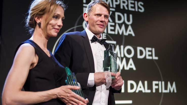 Marcus Signer und Ursina Lardi gewinnen den Preis als beste Darsteller