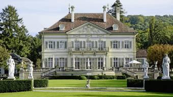 Der Riehener Wenkenhof wurde nach 1736 errichtet und 1917 in seine heutige Form gebracht. Der Wenkenhof ist Riehens weitläufigster und bedeutendster Landsitz.