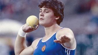 Andreas als Heidi: Krieger stösst an der EM 1986 21,10 m.