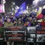 Tausende Rumänen gedenken der  Revolution von 1989 und protestieren gegen die aktuelle Regierung.