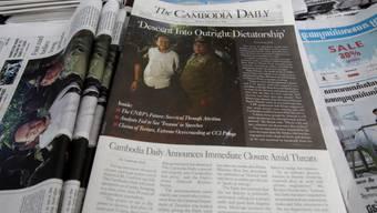 """Die letzte Ausgabe der auf Englisch erscheinenden """"Cambodia Daily"""" vom Montag trug die Titelzeile """"Abstieg in eine absolute Diktatur""""."""
