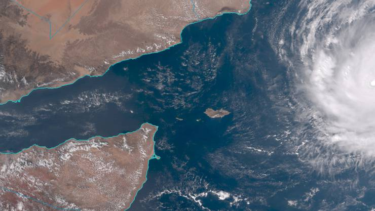 """Ein Satellitenbild zeigt das Ausmass des Zyklons """"Chapala"""", der sich der Arabischen Halbinsel nähert."""