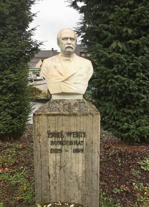 Denkmal für den berühmtesten Sohn von Bad Zurzach: Die Büste von Emil Welti steht beim Bahnhof.