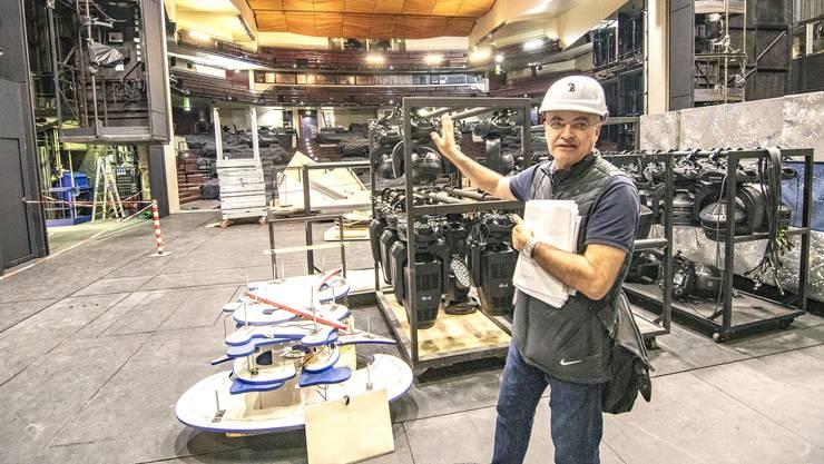 Baustellenbesichtigung im Theater Basel. Ramon Erbi vom Hochbauamt.