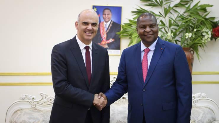 Offizieller Besuch: Alain Berset (links) trifft in der Zentralafrikanischen Republik Präsident Faustin Archange Touadéra.