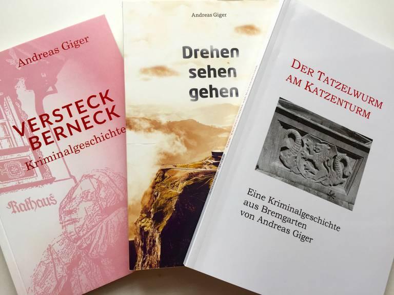 Drei der sieben bereits veröffentlichten Gemeindekrimis von Andreas Giger (Bild: zVg)