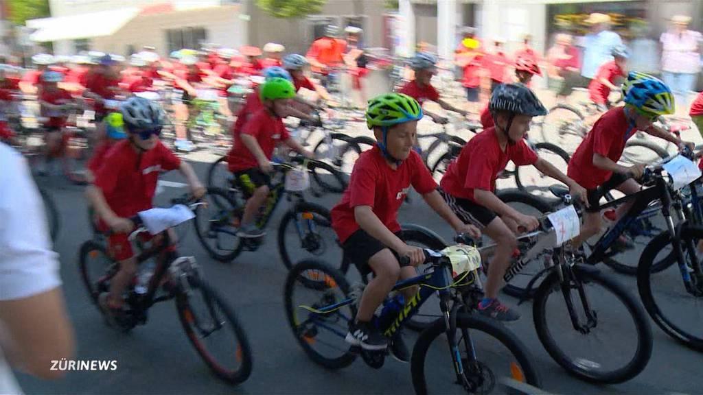 Tour de Suisse sorgt in Einsiedeln für Volksfest