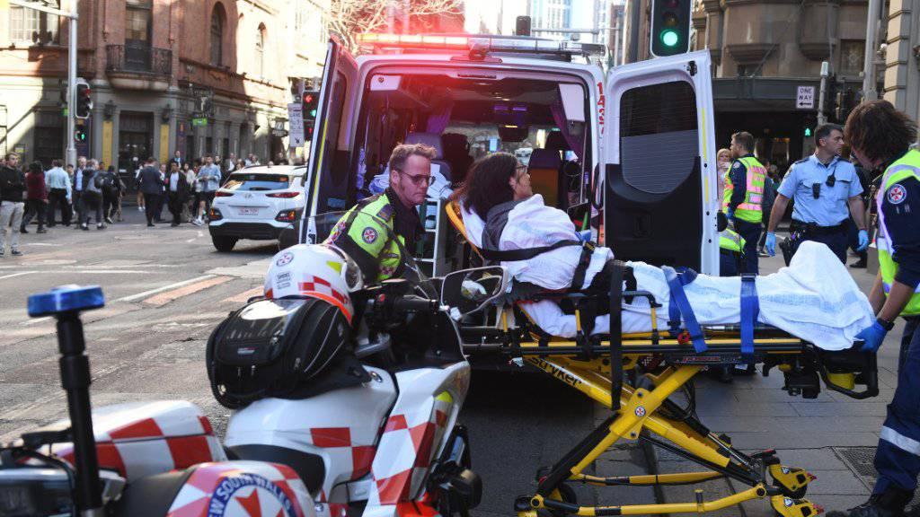 Auf offener Strasse: In Sydney hat ein Mann auf eine Frau eingestochen und weitere Passanten verfolgt.