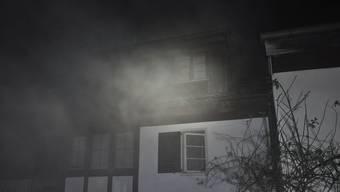 Ein Brand in einem Mehrfamilienhaus im solothurnischen Himmelried hat ein Todesopfer gefordert