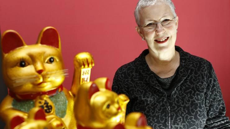 Heute glücklich: Kathy Hartmann-Campbell hinter der schön kitschigen «Expats»-Dekoration.