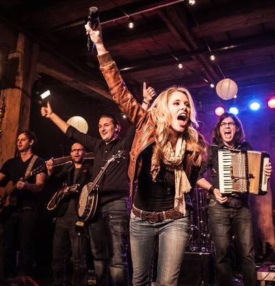 Die Popband Tinkabelle mit Sängerin Tanja Bachmann machen am 8.11 den Auftakt