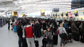 Flugpassagiere müssen sich in Geduld üben