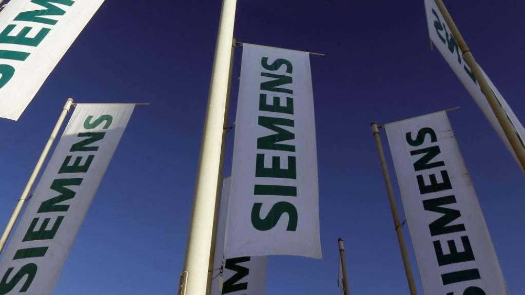 Siemens hebt nach einem Gewinnsprung zum zweiten Mal die Prognose an. (Archiv)