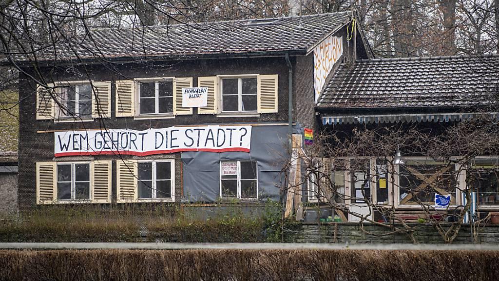 Das Bezirksgericht entschied, dass die «Familie Eichwäldli» die Liegenschaft räumen und verlassen muss. (KEYSTONE/Urs Flüeler)