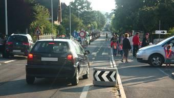 Fahren zu viele Eltern mit dem Auto vor, kann es gefährlich werden. (Archiv)