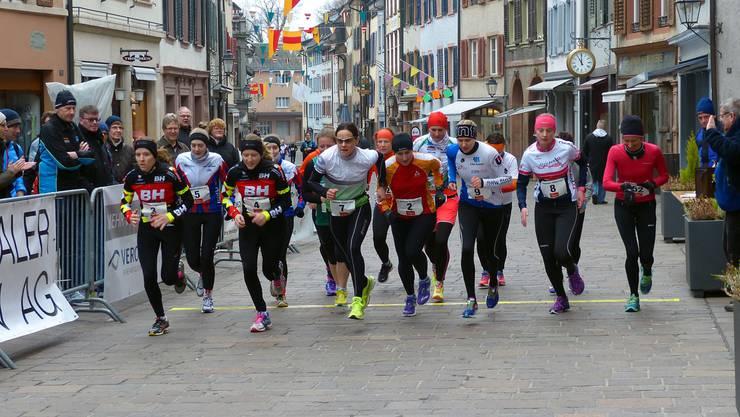 Start der 14 Damen zum Rheinfelder Stadtlauf.