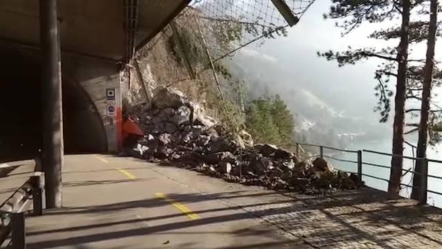 Nach Steinschlag: Axenstrasse im Kanton Uri gesperrt